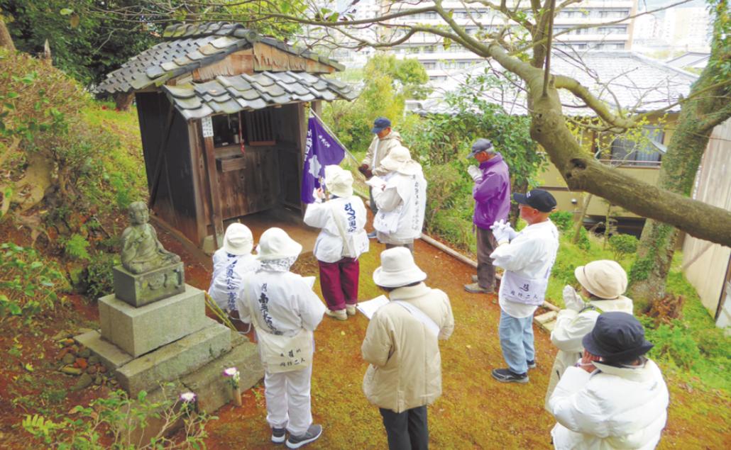 宗像四国霊場の団体参拝の様子の画像